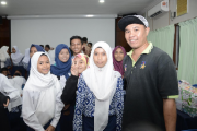 Pemerintah Dorong Tenaga Kerja Indonesia di Malaysia Sekolahkan Anak-anaknya